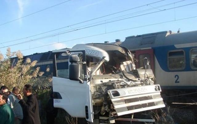 حادث اصطدام قطار بشاحنة