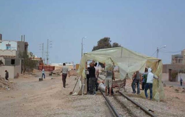 gabes sitting train إعتصام