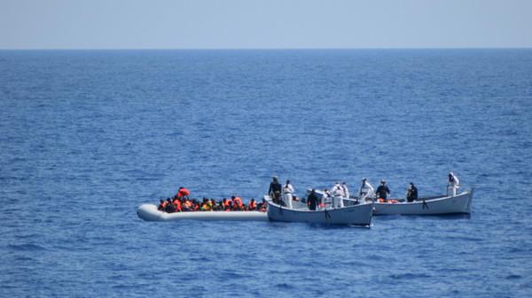 Migrants immigrant مهاجرين  هجرة