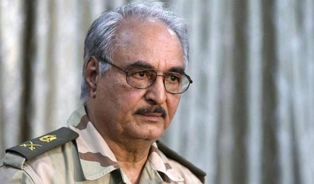 خليفة حفتر يطالب بتشكيل مجلس مدني لادارة ليبيا
