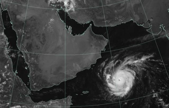 822281-cyclone
