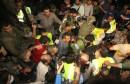 825823-des-secouristes-sur-le-site-d-un-double-attentat-a-burj-al-barajneh-dans-la-banlieue-surd-de-beyrout