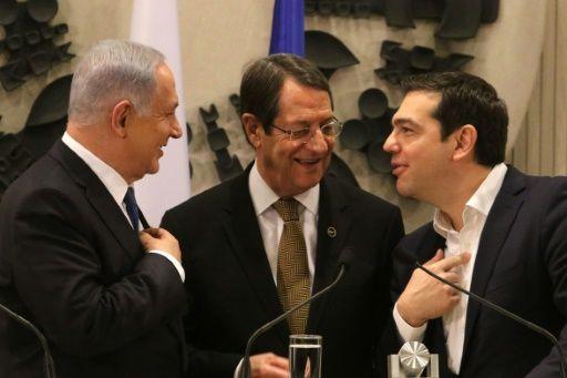 تخطط إسرائيل واليونان وقبرص لإنشاء خط أنابيب لنقل الغاز الطبيعي يربط البلدان الثلاثة ويتيح لإسرائيل وقبرص تصدير غازها إلى السوق الأوروبية.