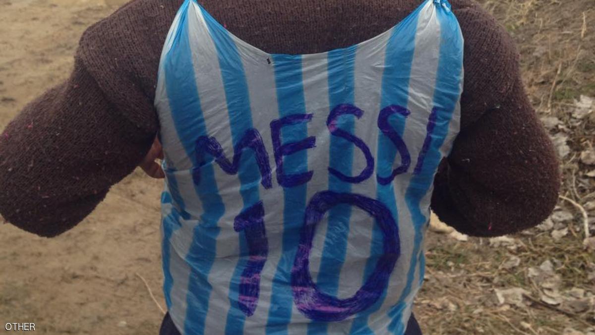 الطفل صاحب قميص ميسي