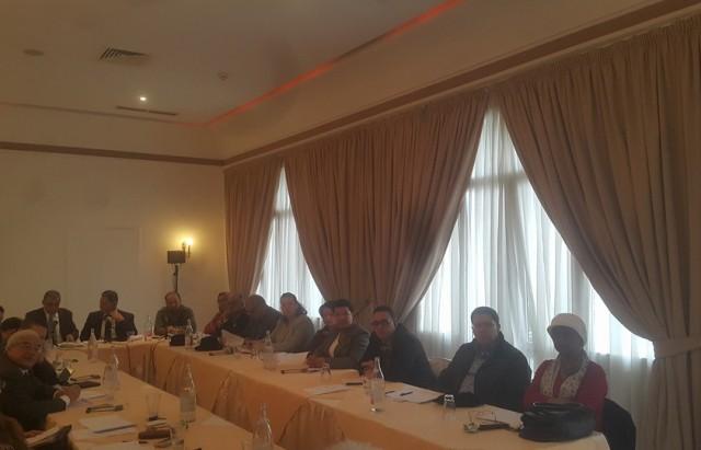 انطلق بتونس منذ قليل الاجتماع التشاوري حول تأسيس آلية إقليمية لدعم حرية الإعلام وحول مشروع إعلان المبادىء العربية لحرية الإعلام الذي تنظمه النقابة الوطنية للصحفيين التونسيين بالشراكة مع الهيئة العليا المستقلة للاعلام السمعي والبصري.