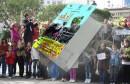 ينظم فريق المركز الثقافي الجبلي بسمامة والتروبادور مسيرة الزهور 3 اليوم السبت 26 مارس انطلاقا من العاشرة صباحا بشارع الحبيب بورقيبة بالعاصمة.
