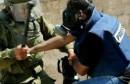 """داهمت قوات إسرائيلية مقر محطة """"فلسطين اليوم"""" التلفزيونية الفضائية في مدينة البيرة بالضفة الغربية المحتلة، واعتقلت مديرها فاروق عليان وعاملين آخرين في المحطة."""