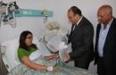 وزير النقل يزور مضيفة الخطوط التونسية للاطمئنان على حالتها الصحية
