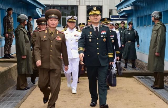 محادثات عسكرية بين الكوريتين بعد إعلان أمريكا عن خطة لوقف المناورات