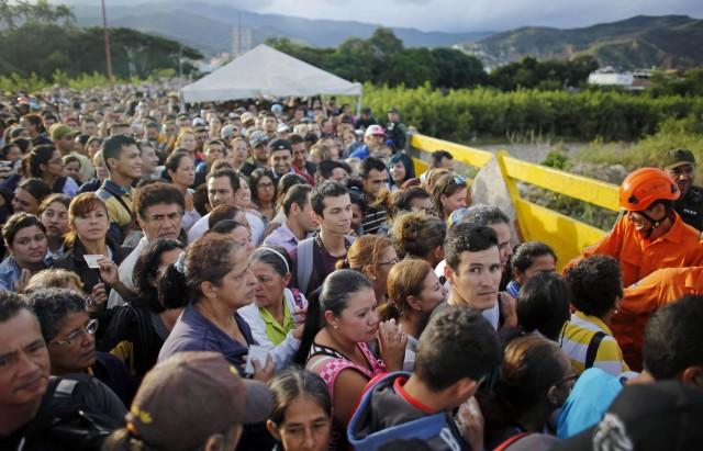 لاجئين من معارك بين كولومبيا و الفنزوالا