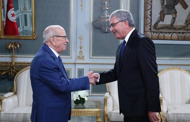 رئيس الجمهورية يستقبل بقصر قرطاج عبد الكريم الزبيدي وزير الدفاع الوطني.
