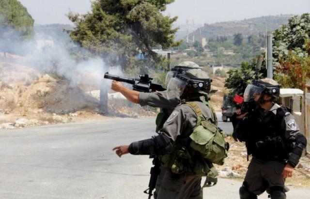 إصابة مواطن فلسطيني برصاص قوات الاحتلال واعتقال 16 آخرين في الضفة