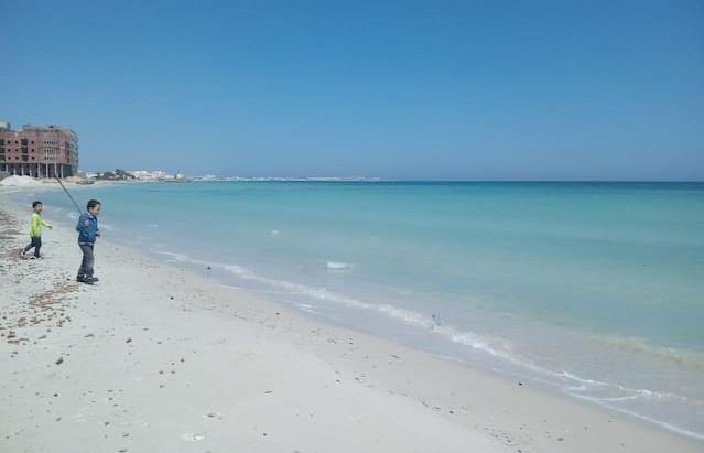 تلوث مياه البحر بمدينة الرجيش من ولاية المهدية