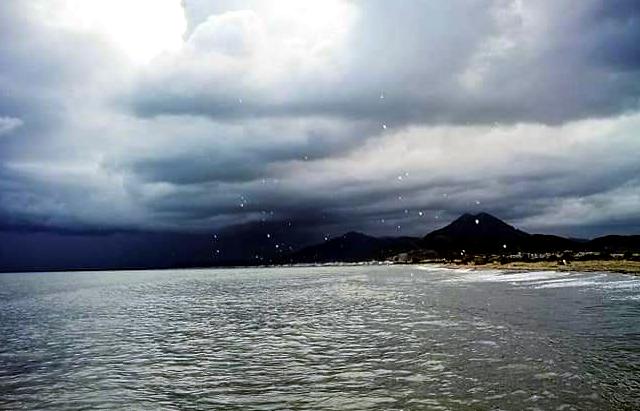 المعهد الوطني للرصد الجوي يحذر البحارة من امواج يصل ارتفاعها الى 4