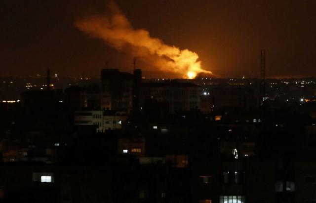 طائرات الاحتلال الإسرائيلي تقصف وسط قطاع غزة