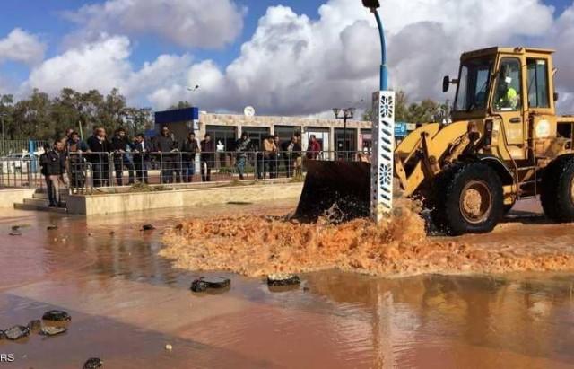 ليبيا  سوء الأحوال الجوية يشل حركة موانئ النفط