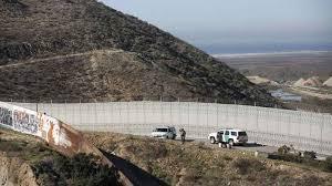 الحائط الامريكي مع المكسيك