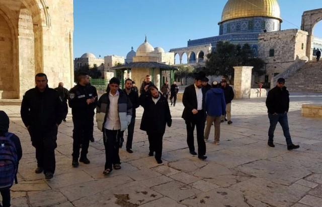 عشرات المستوطنين يقتحمون الأقصى بحراسة مشددة من قوات الاحتلال