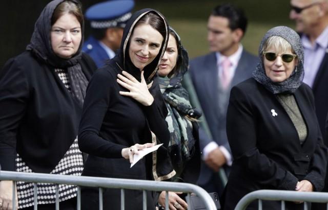 نيوزيلندا ترفع الأذان في جميع أنحائها وتقف دقيقتي صمت أثناء تشييع ضحايا المسجدين
