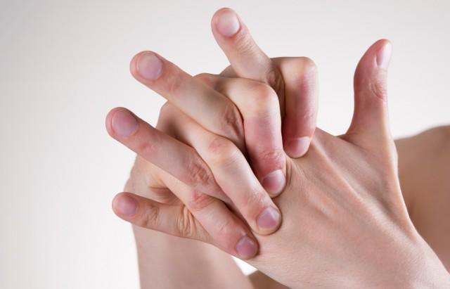 طقطقة أصابع اليد إدمان سلوكي