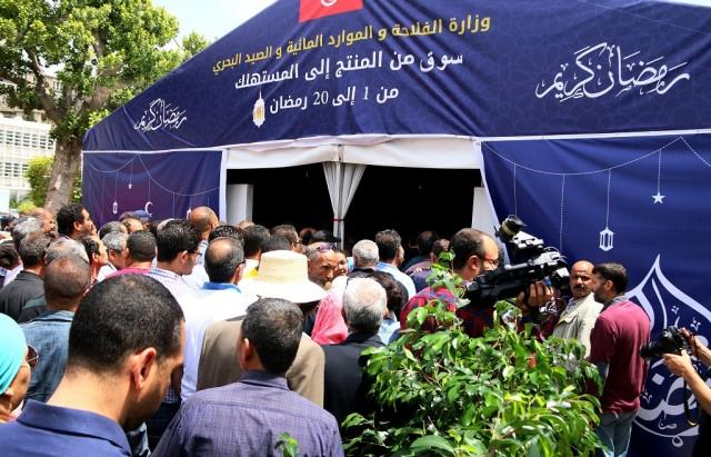 خيمة من المنتج إلى المستهلك بمناسبة شهر رمضان في شارع الحبيب بورقيبة