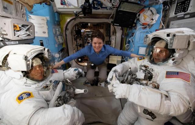 دراسة  : النساء أقدرمن الرجل على التأقلم في رحلات الفضاء الطويلة