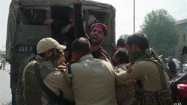 اعتقال مسلمين في كشمير
