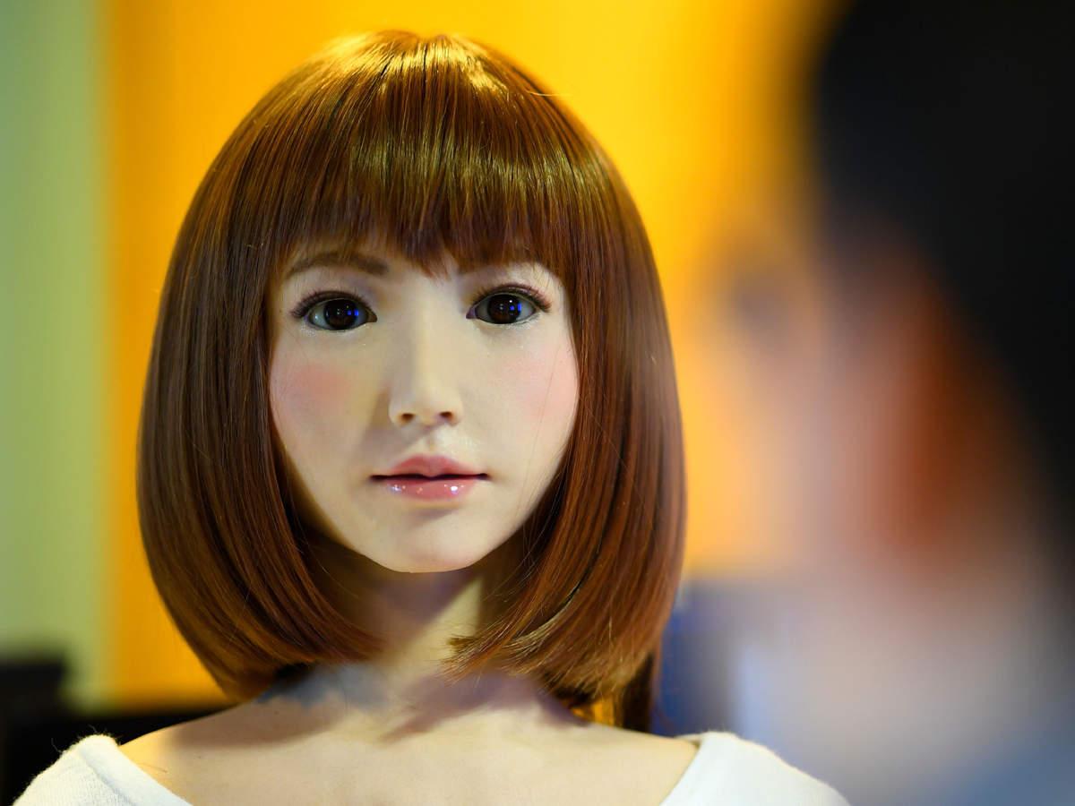 humanoid-robot-named-erica