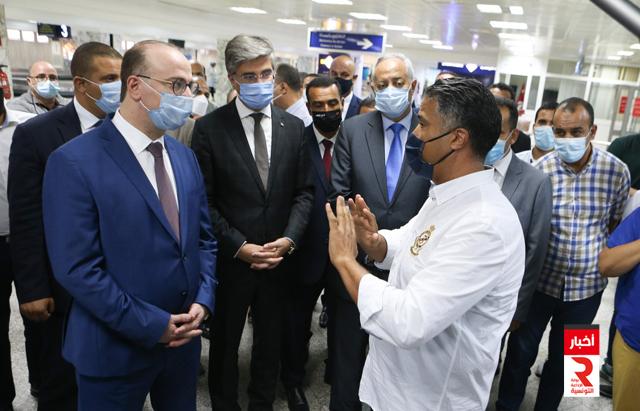 رئيس حكومة تصريف الأعمال يؤدي زيارة إلى مطار تونس قرطاج