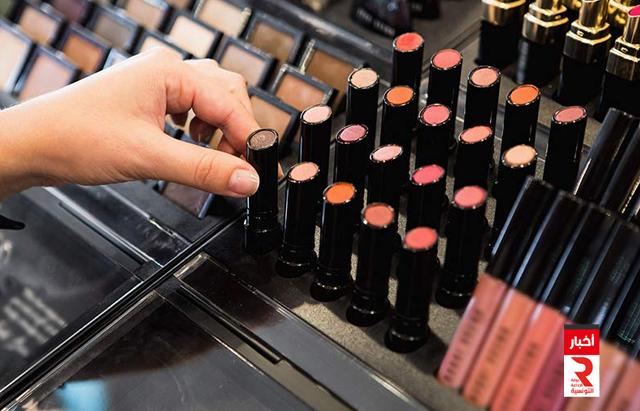 بسبب الكمامة.. تراجع لافت في مبيعات مواد التجميل